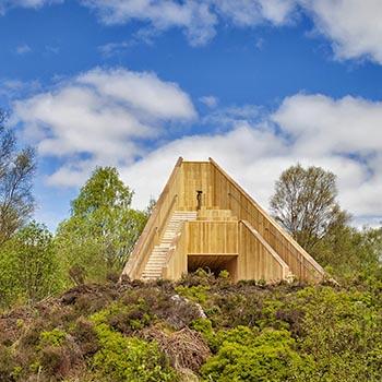 inveruglas-an-ceann-mor-wooden-pyramid-art-installation-viewpoint-on-edge-of-loch-lomond